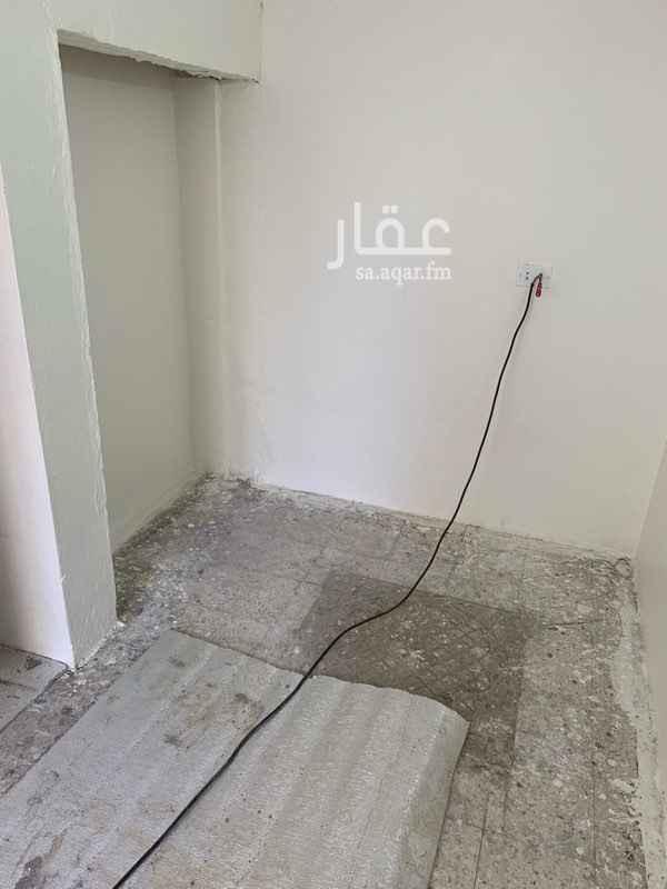 1495843 غرفتين مع حمام ومطبخ دور ارضي مدخل خاص الغرف واسعة ومجددة بالكامل مناسبة للسائق ،،، للايجار الشهري شامل الماء والكهرباء