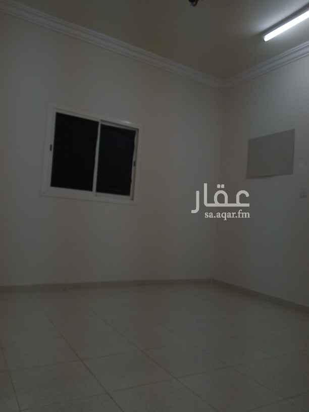 1809417 شقه أربع غرف وصاله دور أول شارع 20 قريبه من المسجد التواصل     عامر  0557738314