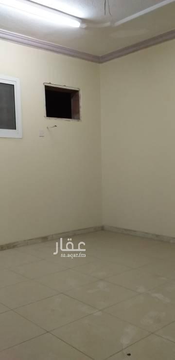 1702413 شقة دور اول عداد كهرباء مستقل  قريبه من الخدمات والمسجد
