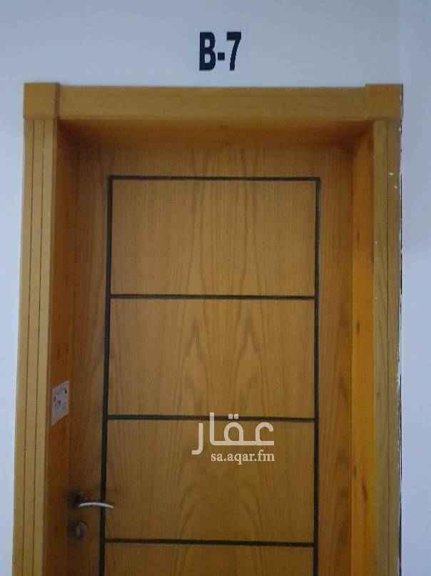 1533979 شقة للايجار ٣ غرف وصالة وحمامين مكيفات مطبخ راكب في حي العقيق قريبة من الرياض بارك في الدور الاول وصيانة متوفرة على العمارة يعني تسكن وتريح بالك