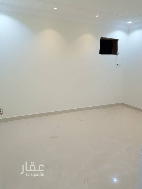 1504978 شقة جديدة بفيلا بالدور الثاني بحي القدس بمخطط الراجحي   مكونة من  مدخلين - مجلس -  غرفتين نوم -  صاله - دورتين مياه - مطبخ راكب   السعر قابل للتفاوض في حال الدفعة الواحدة