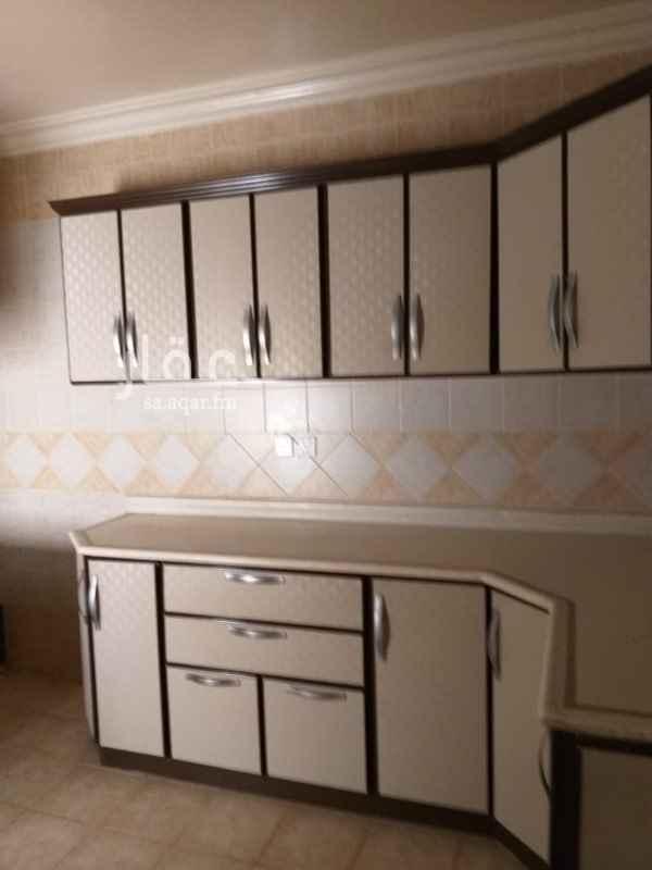 1485388 شقة تتكون من ٣ غرفة وصالة مطبخ  ملاحظات * مكيفات راكبة  * نظيفة جدا  مطبخ راكب *   -------------------------------- شقة مقابل هذة الشقة نفس التصميم ونفس المواصفات
