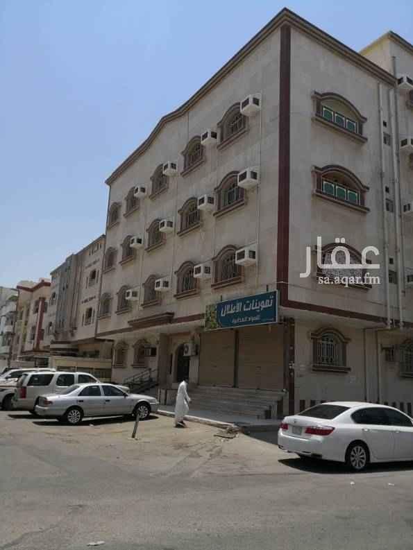 1475989 شقة ثلاث غرف وصاله ودورتين مياه ايجار ١٨٠٠٠ ريال على اربع دفعات او ثلاث الوزيريه بجور مسجد الحسن بن علي