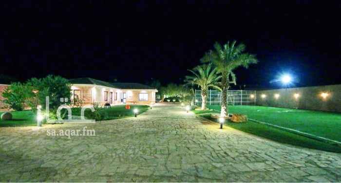 1436116 تقع في الجبيلية شمال الرياض يبعد عن طريق الملك سلمان 15 دقيقة.   - المساحة 3200 م  - 6 غرف نوم  - 6 دورات مياة  - مسبح  - ملعب كرة قدم  - مطلخ كامل مجهز بجميع اغراضه  - ملاهي  - تلفزيونات مسطحة LED ورسيفر الفلك  - 8 مكيفات سبيليت  - مسطحات خضراء  - مجلس إضافي مؤثث 5*5  - دكة خارجية بجلسات تراثية  - مطبخ بكامل تجهيزاته (ثلاجة وفرن وغلاية)   مميزاتها:  ببرودة الجو ونسيم الهواء النقي ومرافق مميزة.   السوم (3,400,000)