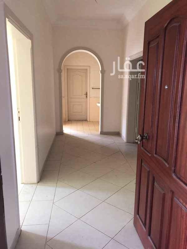 1559272 شقة في حي الربوه  مكونه من: ٦ غرف  ٣ حمامات  غرفة غسيل  غرفه خادمه  مطبخ  صاله