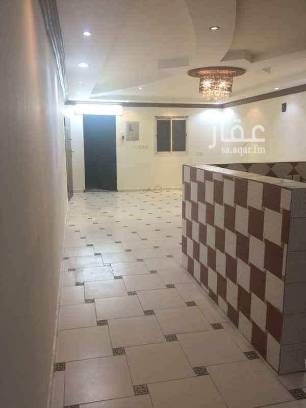 1811594 شقة مع السطح نظيفة جدا ومجدده  الكهرباء مشترك حي الدارالبيضاء مخطط الفوزان