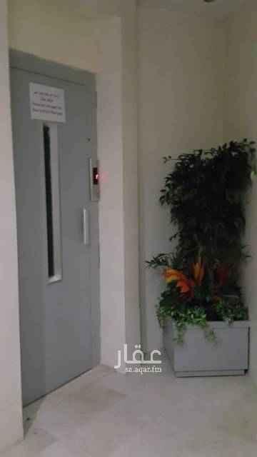 1797199 شقة دور علوي مساحتها ١٥٨ م  مع سطح ومخزنين ويوجد مصعد الموقع ظهرة لبن  مرهونة للبنك العقاري ب ٤٦٠ الف والمطلوب ٧٠ الف  فيها ثلاث غرف نوم وحده منهم ماستر وثلاث دورات مياه وصالة ومجلس ومقلط ومطبخ  قابل للتفاوض
