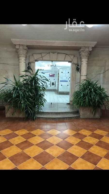 1551132 للايجار مكتب بشارع البترجي  - عبارة عن غرفتين وصالة وحمام ومطبخ ، - حي الزهراء ، - قريب جدا من طريق الملك عبد العزيز  ، -  - المطلوب / 40 الف .   في حال عدم الرد الرجاء التواصل عالواتساب