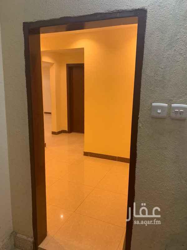 1581541 يوجد شقه غرفه وصاله وحمامين ومطبخ راكب  الشقه نظيفه وافضل من ممتازه
