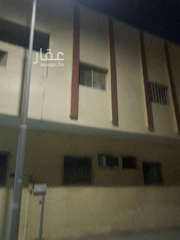 1758976 شقه تتكون من غرفتين وصاله ومطبخ ودوره مياه الثقبه شارع تبوك تقاطع ٨