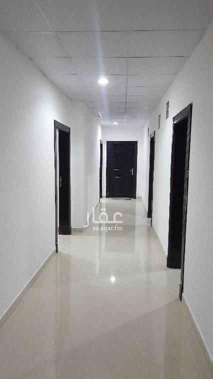 1586677 غرفة بالبدروم  مستقلة تصلح للسائقين  للايجار بحي المربع  دوره المياه والمطبخ خارجية و  مشتركه مع غرفه ثانيه  مكيف الاسبليت مركب   للاستفسار (0558934104)