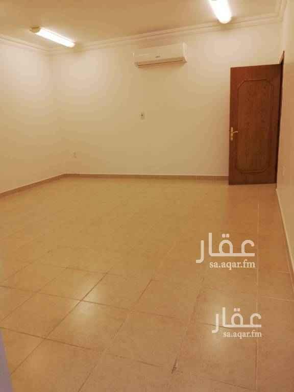 1808803 شقة خمس غرف وصالتين ومطبخ وأربع دورات مياه مدخل خاص..