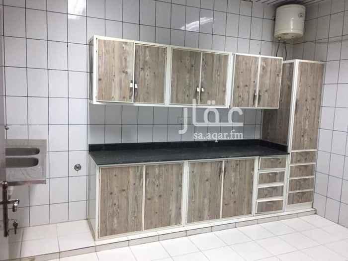 1510935 شقة في عمارة يكنية دور ارضي حي اليرموك الغربي 3 غرف وصالة ومطبخ راكب ومستودع 18000ريال مجددة