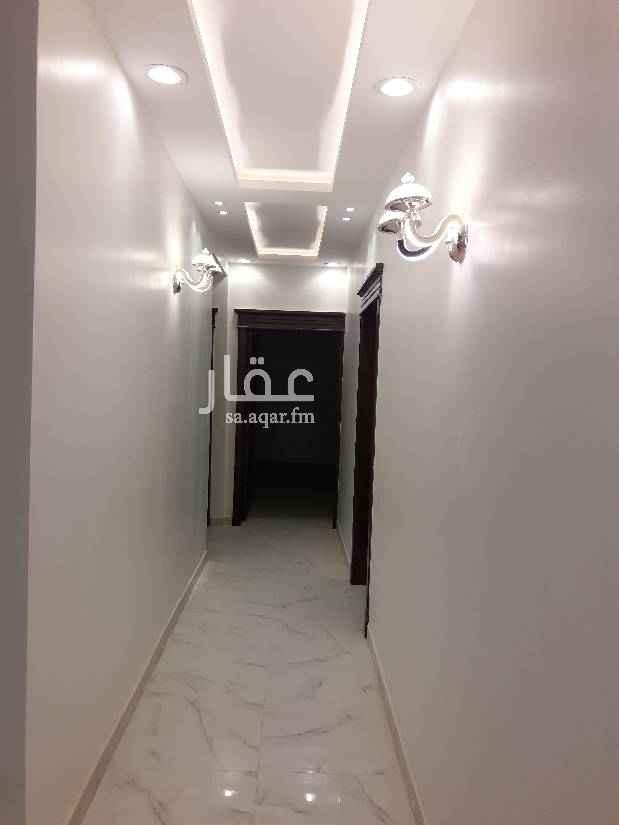 1393952 فيلا للايجار حي المونسية درج داخلي  مجلس صاله مقل ط أربعة غرفة اثنين غرفة ماستر غرفة خادمة سطح