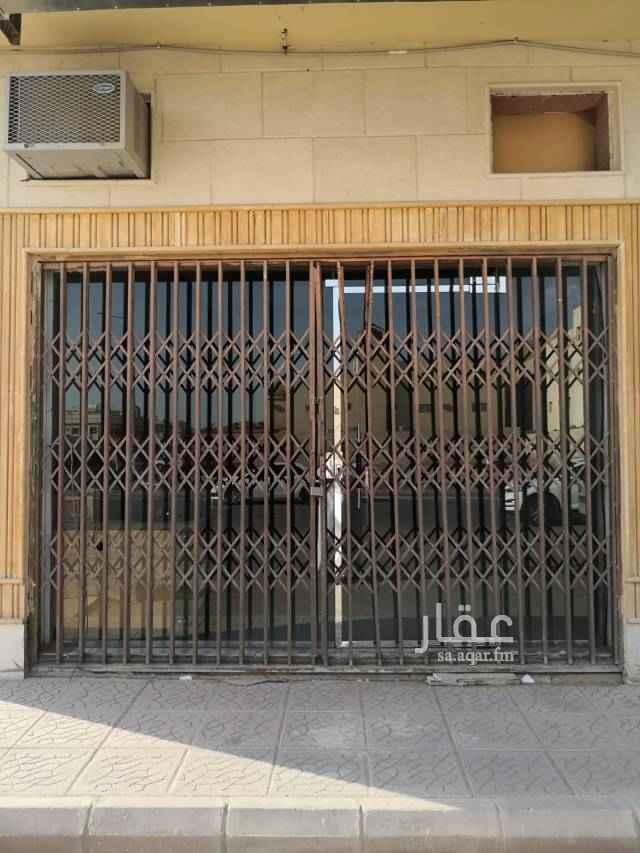 1711015 محل للتقبيل زاويه في حي اليرموك الشرقي موقع ممتاز قريب من شارع الصحابة  كما يوحد محل اخر للتأجير بـ 10,000 ريال
