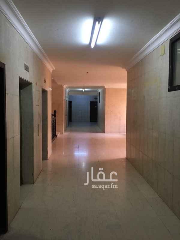 1232911 للايجار شقه مكونه من 4 غرف وصاله ودورتين مياه   يوجد مواقف سيارات + مصعد   للتواصل ابو سعود 0559955710