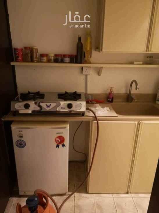 1756878 شقة عزاب مكونة من صالة غرفة نوم دورة مياة بوفيه صغير مدخلين غير مؤثثة