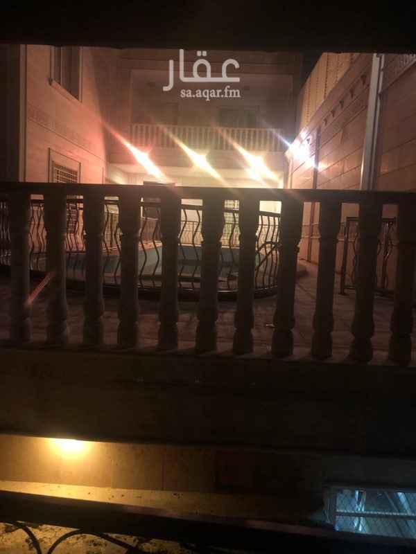 1815826 منتجع شاطيء الدلافين من أرقى منتجعات المدينة المنورة وتتكون كل ڤيلا من تكييف مركزي مسبح مفلتر وجاكوزي ومسطحات خارجية والمباني تتكون من صالون رئيسي مساحته 7 في 11 ومطبخ وثلاث دورات مياه وغرفة إضافيه في الدور الأرضي  والدور العلوي يتكون من جناح خاص لغرفة النوم وثلاث غرف إضافيه بدوراتها  وتتميز في موقعها قريبه من البلد والخدمات ومنطقه هادئه جداً تصلح للإستجمام ولدينا عروض خاصة للعرسان ومجهزة أيضاً للمناسبات الصغيرة  أسعارنا كالتالي الفيلا بي ٥٠٠من السبت الى الاربعاء  والخميس والجمعه بي٨٠٠ القسمين