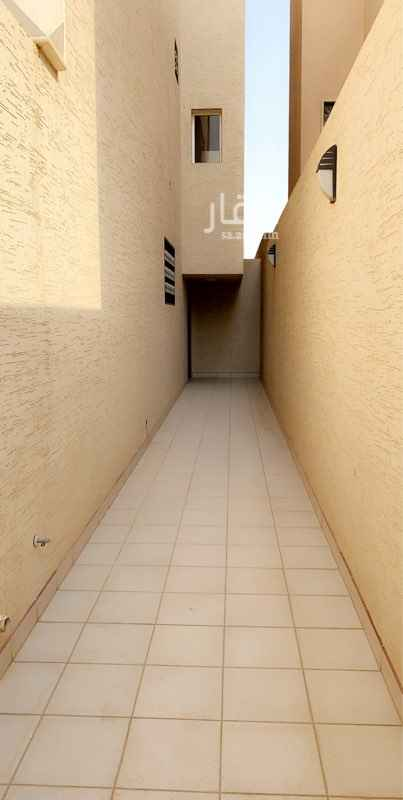 1586762 شقة دور ثالث كبير الثالث مدخلين رجال ونساء ثلاث غرف وصالة ودورتين مياة وحوش خاص عداد مستقل
