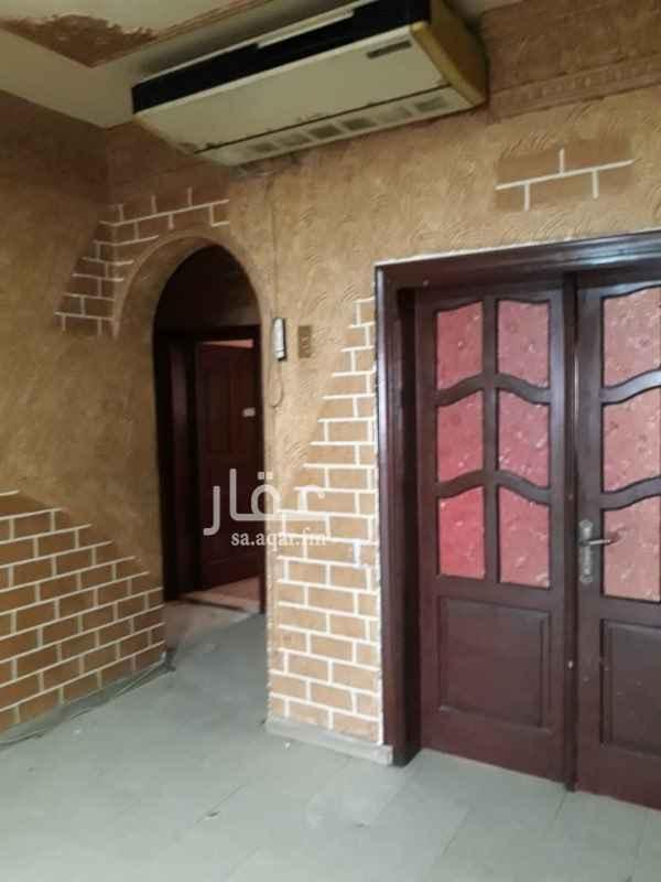 1635652 بيت في حي الصفا دورين كل دور فيه شقة و فيلا كاملة