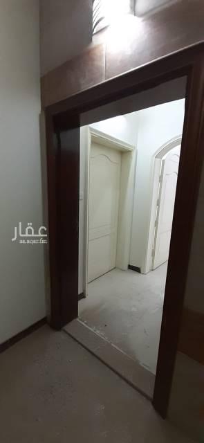1807845 شقة عوائل للايجار بحي الاجاويد جدة تتكون من 4 غرف وحمامين ومطبخ وصالة بمدخلين  يوجد شقة روف أيضاً عداد مستقل جديدة قريبة من الخدمات للاستفسار التواصل على 0560372870