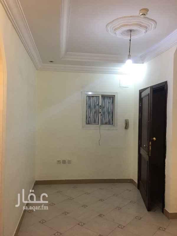 1746934 شقق للايجار الشهرى . خلف الحجاز مول بجوار البيك وكل الخدمات الايجار يشمل الكهرباء والمياه .  الشقة تتكون من : 1- غرفة + مطبخ + حمام . 2-غرفتين + صالة + حمام +مطبخ . للتواصل : 0560484357