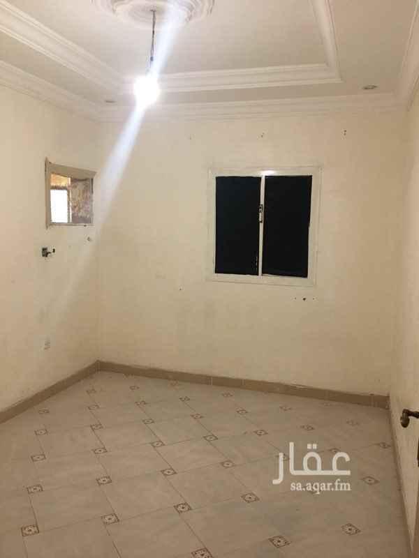 1756328 شقق للايجار الشهرى . خلف الحجاز مول بجوار البيك وكل الخدمات الايجار يشمل الكهرباء والمياه .  الشقة تتكون من : 1- غرفة + مطبخ + حمام . 2-غرفتين + صالة + حمام +مطبخ . للتواصل : 0560484357