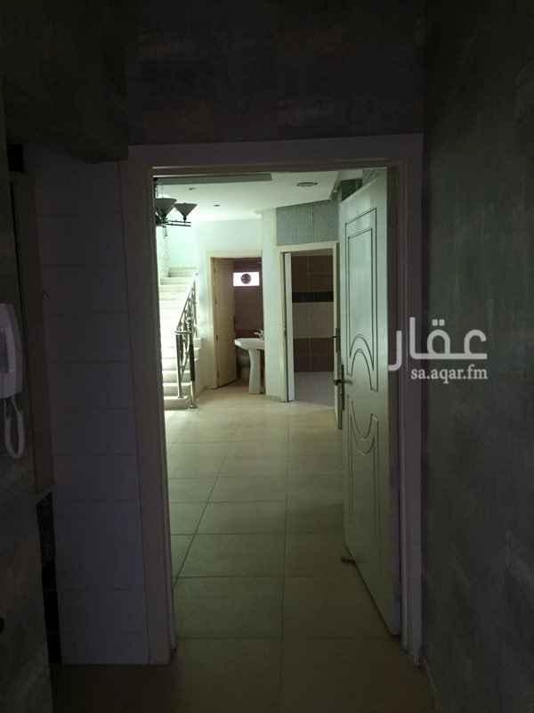 738344 موقع ممتاز شقه دورين مكونه من مجلس وصاله ودرج داخلي وثلاثه غرف نوم واسعه