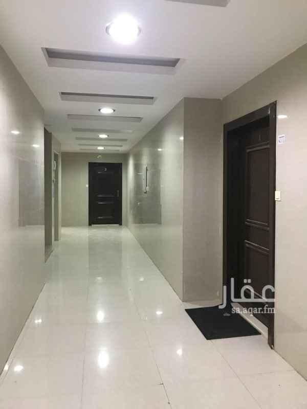 1027091 ٤ غرف + صالة + حوش صغير بابه مع الصاله + ٣ حمام  التواصل :  0501986669