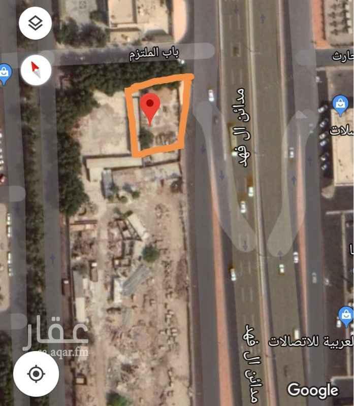 1466209 أرض للبيع عبارة عن فيلا قديمة هدد على شارع تجاري ( شارع الأمير ماجد - السبعين ) مقابل مجمع مدائن الفهد  مساحتها / ٥٢٦م  المطلوب / ٢٢٠٠٠٠٠ إثنين مليون ومائتين ألف ريال .