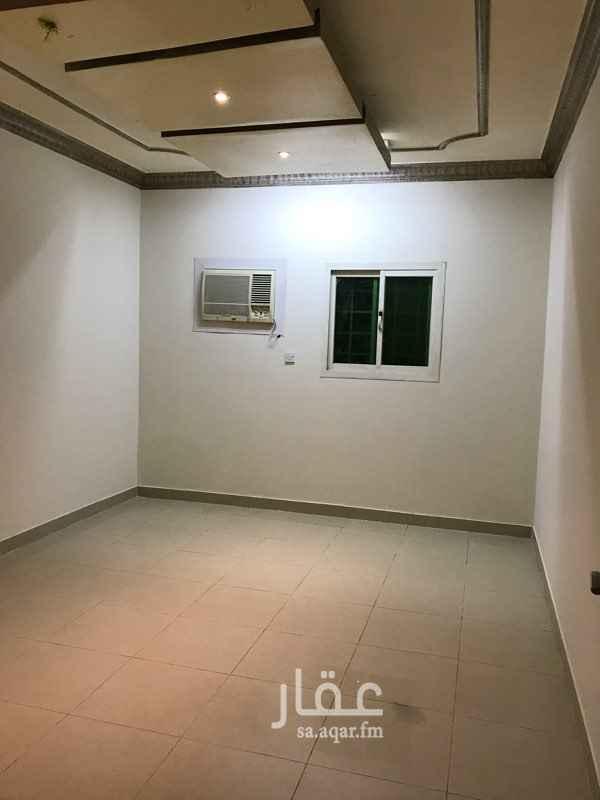 1809448 شقة في عمارة أرضية تتكون من مجلس وصالة وغرفتين نوم و 3 دورات مياه مكيفات شباك ومطبخ راكب