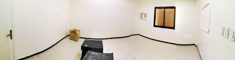 1704475 دور يقع في الخبر البايونيه شارع الخبر تقاطع ١٨     خمس غرف ومستودع مدخل مستغل السعر ٢٥ كل سته شهور