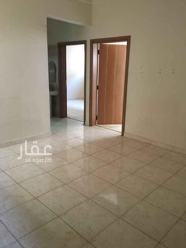 1813287 شقة علوية   مدخل  مشترك  ( مع مستأجر  آخر  واحد فقط ) مجلس + صاله+ غرفتين  داخل + مطبخ + 2 دورات مياه .