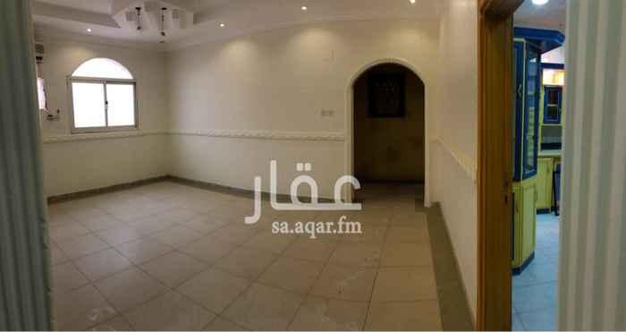 1585353 ثلاث غرف نوم ومجلسين ومقلط وصاله ومطبخ وثلاث دورات مياه وغرفه ودوره مياة بالسطح