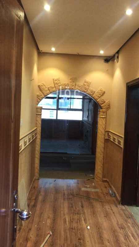 1818333 مكتب للإيجار على شارع الأمير عبدالعزيز بن مساعد بن جلوي مقابل مدينة الملك فهد الطبية  يتكون من 5 غرف + مطبخ كبير يمكن تحويله الى غرفة + دورتين مياه  الإيجار السنوي 45000