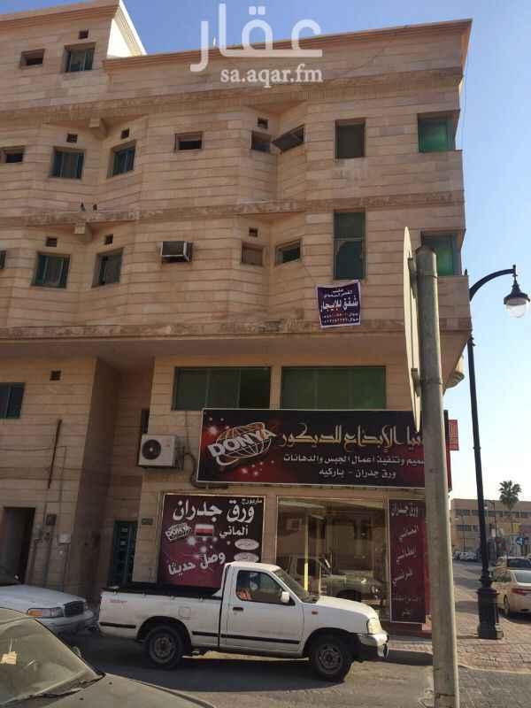1333178 العقار نظيف وبحالة ممتازه الموقع شارع الملك فهد تقاطع 27 الشقه في الدور الثاني