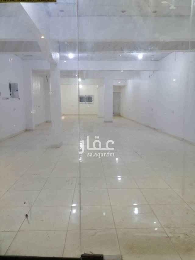 1756826 معرض فتحتين مساحة ١٣٠ متر  بشارع الكهرباء في حي العمل الغرابي وسط سوق  جملة الكهرباء موقع مميز جدا