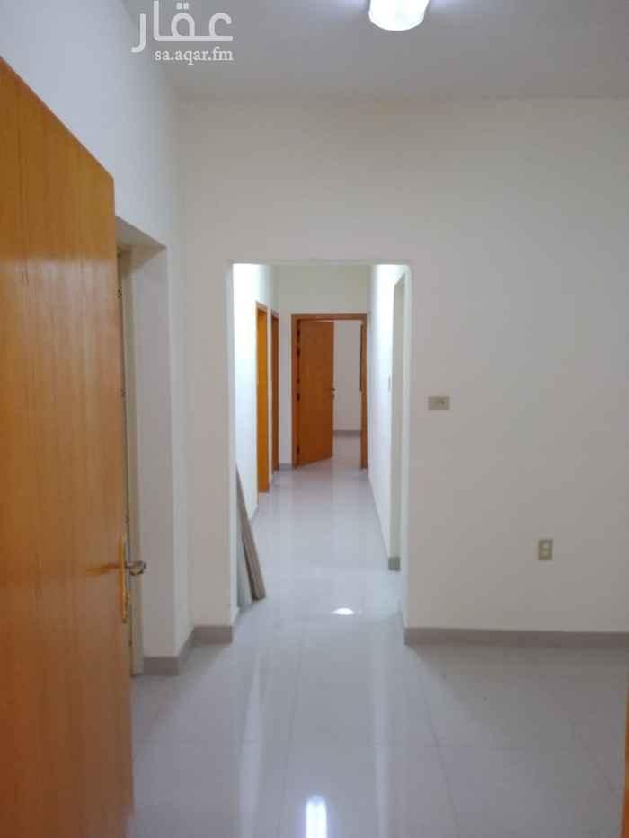 1812319 شقه سكنيه مدخلين وبلكونه عوائل ٣ نوم و ٢ دورة مياه ومجلس كبير بحجم غرفتين