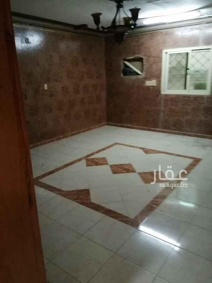 1745428 شقة مساحة كبيرة مكونه من : غرفتين و صالة و مجلس و مطبخ و دورتين مياه مع السطح.