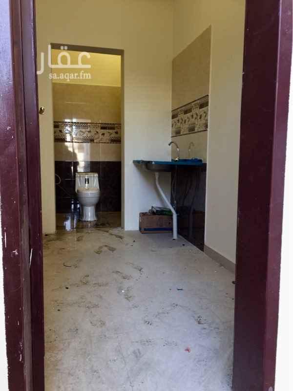 1542533 السلام عليكم  يوجد غرفة للإيجار مع بوفيه(مطبخ صغير)+ فرن غاز  مع حمام مستقل  السعر 7000 سنوي شامل كهرباء + ماء  والسعر قابل لتفاوض  لتواصل واتس/0563299398