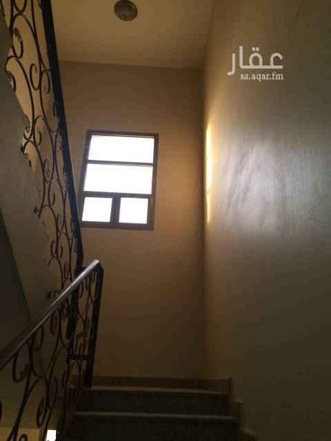 """1761796 بسم الله الرحمن الرحيم   - شقة في حي طيبة، في حي ممتاز قريبة من المسجد. - مواصفاتها كما هو مذكور في الموقع.   ومميزاتها: * مدخلين. * مجلس واسع. * صالة واسعة. * غرفة نوم مع دورة مياه خاصة """"ماستر"""". * غرفة نوم. * عداد مستقل.   للتواصل على الرقم: 0563420602"""