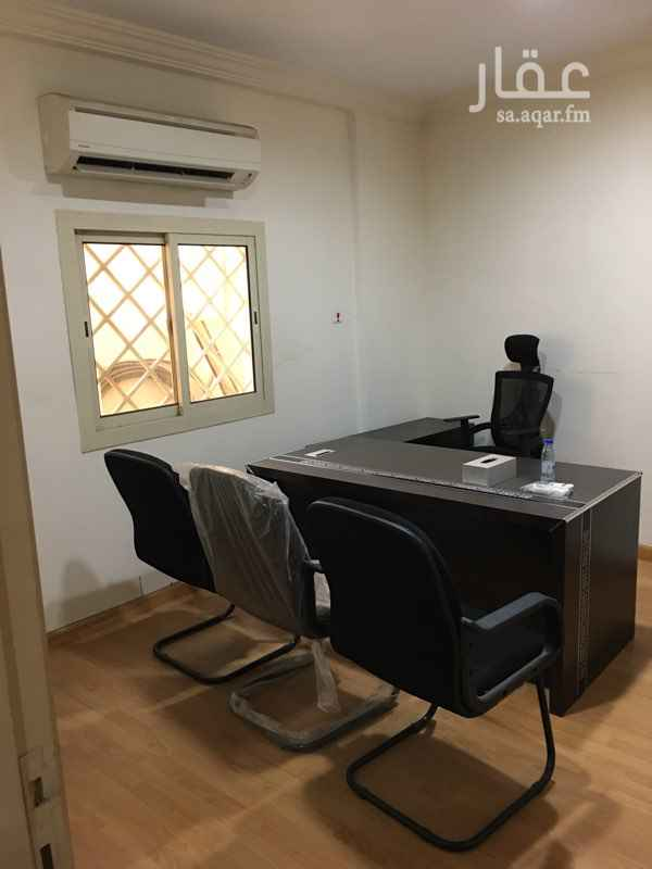 1580414 مكتب للايجار على شارع الامير ماجد   مكون من صالة استقبال  + غرفة  مكتبية + حمام     راكب للمكتب مكيفات اسبلت في كل غرفة  مرخص  مع موقف خاص بالمكتب مغطى