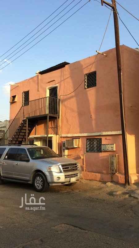 1200131 بيت شعبي دورين كل دور به ٤ غرف وصاله ومطبخ ودورتين مياه، واقع في حي المنتزه بالقرب من دوار القلم.