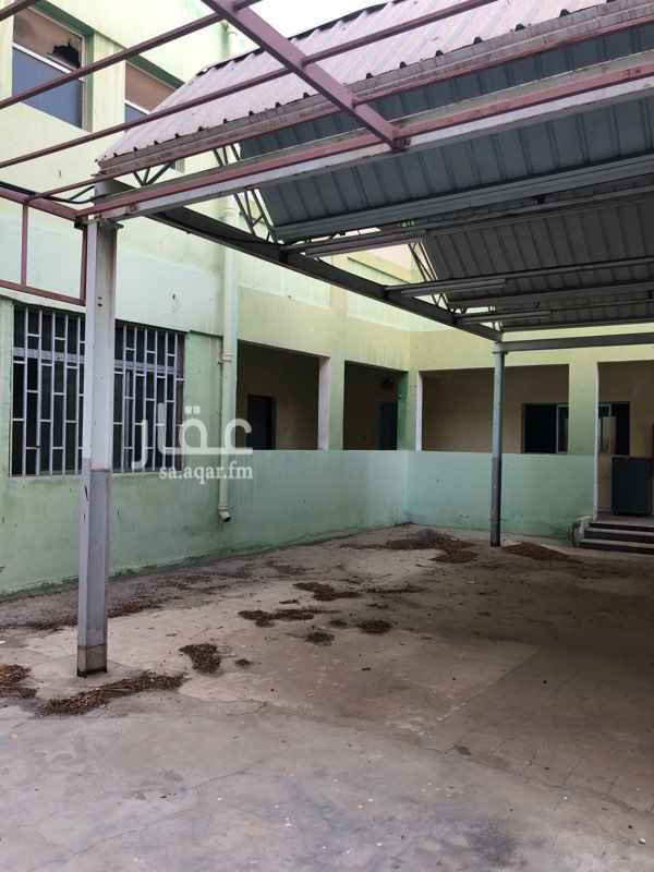 1756570 تصلح مدرسه او مبني شركه واو سكنعمال فيها عشرين غرفه و٦حماماتوحوش كبير