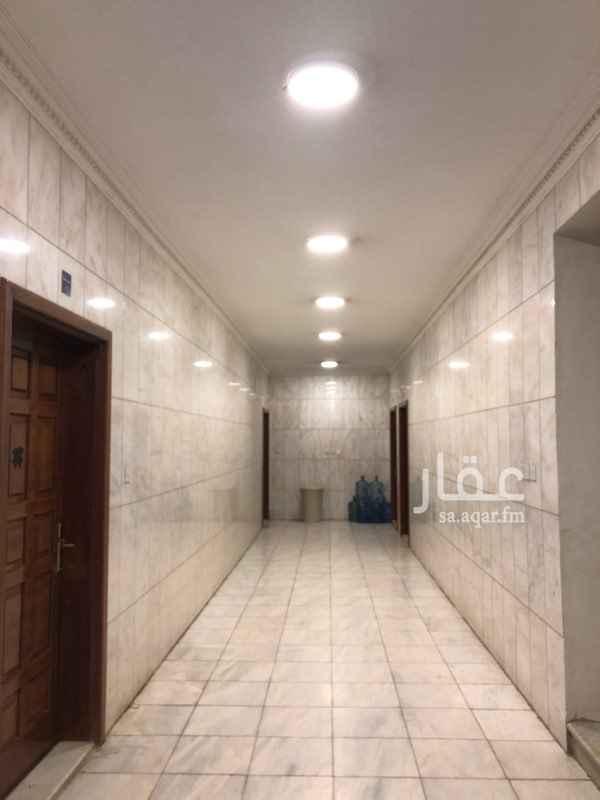 1678465 شقة للأيجار بموقع مميز بالدور الارضي مكونه من ثلاث غرف ومطبخ ٢ دورة مياه