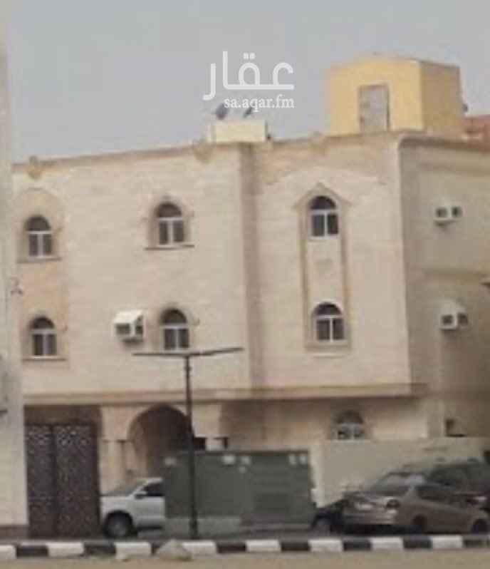 1631261 عمارة كبيرة دورين وملحق في بطحاء قريش امام مسجد عبد العزيز السريع على الدائري الرابع ، موقع استراتيجي جداً وممتاز ، والعمارة مكونة من 8 شقق وفيها مصعد وشيء نظيف  للتواصل : 0506691954 رجاءً لا يجي الا الصامل