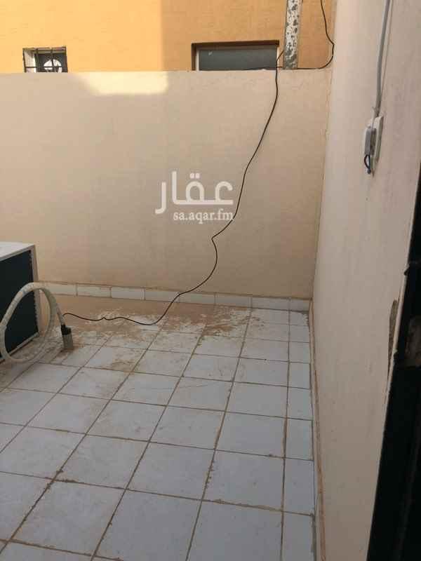 1681998 شقة للايجار (جديدة)  في حي عكاظ بالقرب من حديقة عكاظ وجامع الإحسان وجامع جليبيب رضي الله عنه   1- مدخل واحد  2- شارع 20 تقريباً  3- سطح 4- عداد كهرباء مستقل.  5- الماء مشترك   __________________  :: : المواصفات : ::  1- مجلس 2- مطبخ  3- صالة  4- غرفة نوم رئيسية  5- غرفة نوم للأطفال  6- دورتي مياه 7- مدخلين لكل شقة 8- المكيفات جميعها شباك عدا المطبخ مكيف اسبيلت   ايجار شقة الدور الأول 14.000 ريال شاملة الماء   ايجار شقة الملحق العلوي