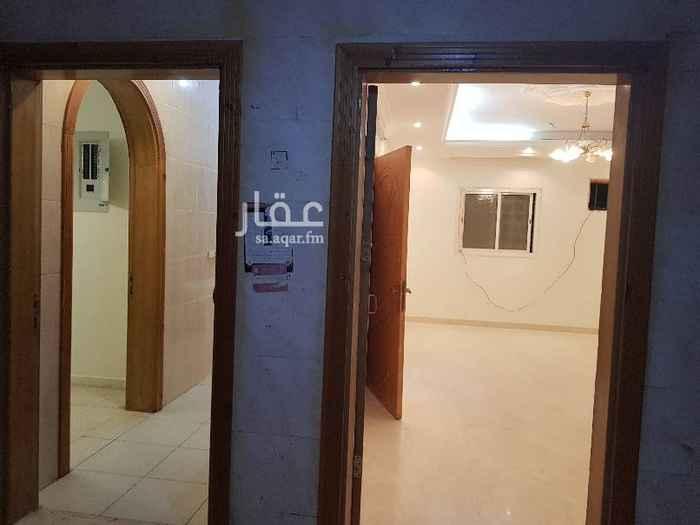 1650545 شقة في حي الاجاويد مجدده ٤ غرف  وصالة ٣ دورات مياه ومطبخ مدخلين لشقة عدادمستقل المويه عين للايجار با٢٠ الف ممكن شهري