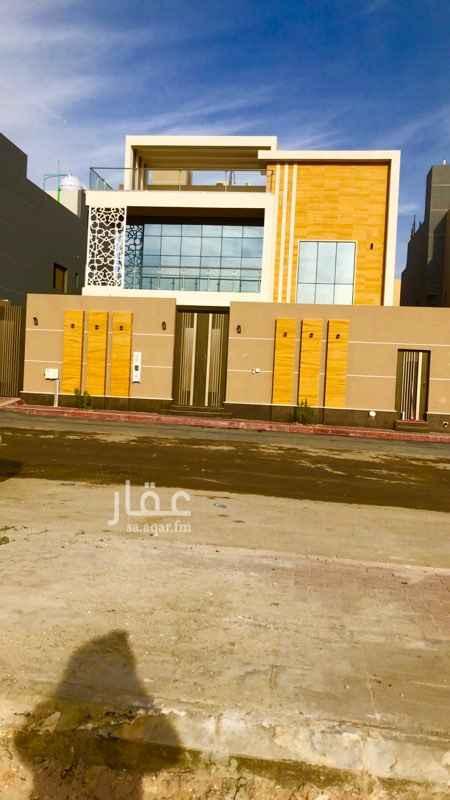 1348700 فيلا فاخرة للبيع في حي الملقا  المساحة: 609 متر  الشارع : 18 م  الواجهة: غربية  عليها جميع الضمانات  غرفة سائق + مدخل سيارة+ ملحق+ مصعد + مسبح الدور الارضي : مجلس رجال مع دورة مياه + صالة طعام+صالة جلوس كبيرة مع دورة مياه +مطبخ مع مستودع  الدور الاول: 5 غرف ماستر + صالة  الدور الثاني: غرفة خادمة وغسيل + صالة+ السطح  الموقع غير دقيق السوم ثلاثه مليون و ٨٠٠