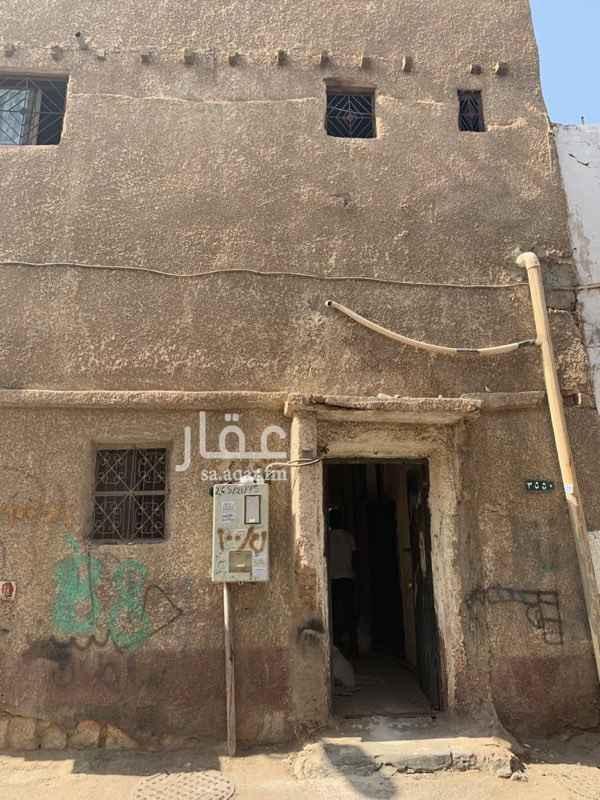 1706121 بيت شعبي  حي الصالحيه  ٥ غرف و٤ حمامات ومطبخ  للايجار السنوي  في حالة دفع المبلغ كامل مقدم يتم عمل خصم   للاستفسار  الرجاء زياره مكتب الملحم